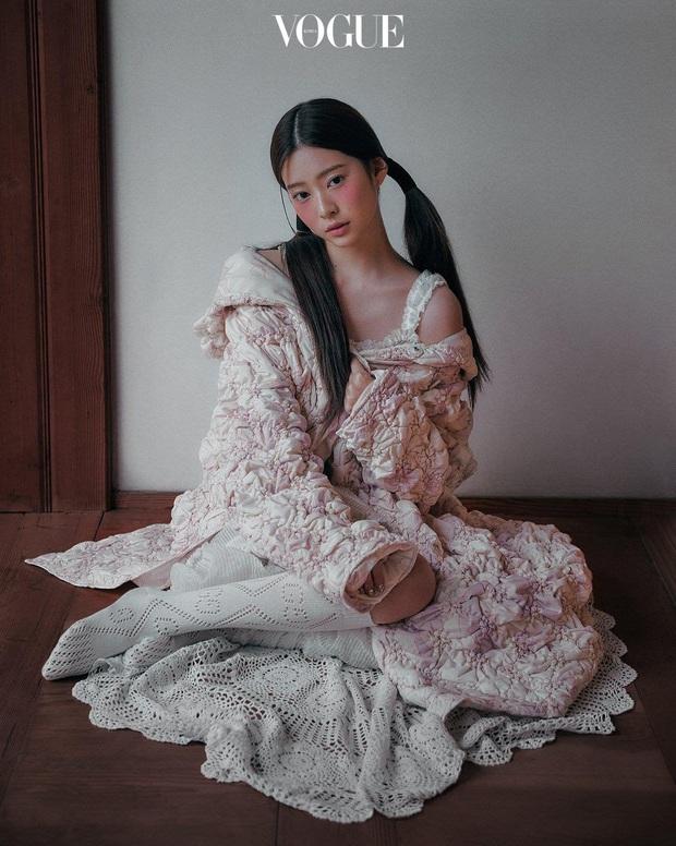 Knet khóc thét vì ảnh tạp chí của 2 nữ thần nhan sắc thế hệ mới: Mặt xinh dáng đẹp nhưng lạ thế này thì cũng xin kiếu! - Ảnh 11.