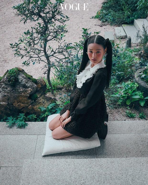 Knet khóc thét vì ảnh tạp chí của 2 nữ thần nhan sắc thế hệ mới: Mặt xinh dáng đẹp nhưng lạ thế này thì cũng xin kiếu! - Ảnh 8.