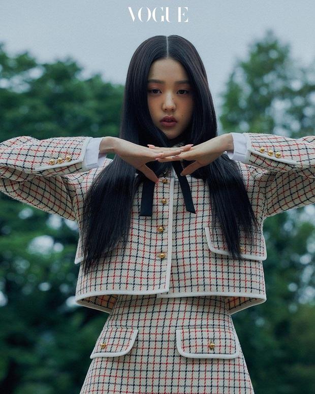 Knet khóc thét vì ảnh tạp chí của 2 nữ thần nhan sắc thế hệ mới: Mặt xinh dáng đẹp nhưng lạ thế này thì cũng xin kiếu! - Ảnh 9.