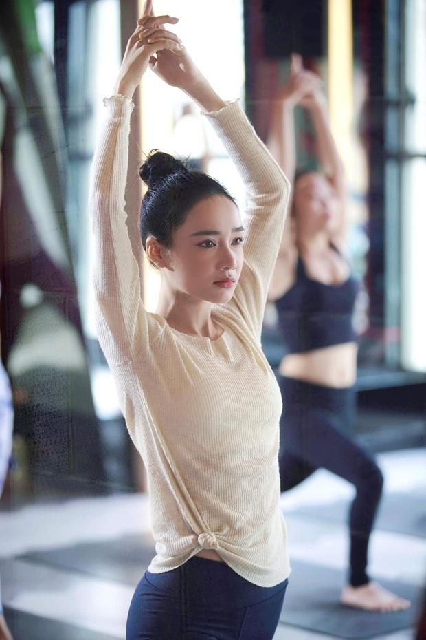 Sáng ra Nhã Phương đã gây sốt với ảnh đi tập yoga: Nhan sắc mẹ bỉm khi ít son phấn, body ra sao mà chị em trầm trồ? - Ảnh 3.