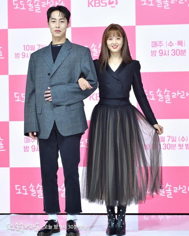 Eo nhỏ, dáng thon nhưng Go Ara vẫn lép vế trước nữ hoàng sang chảnh Seo Ye Ji - Ảnh 2.