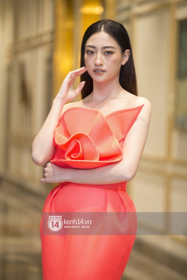 Họp báo Bán kết Hoa hậu Việt Nam 2020: Tiểu Vy đọ sắc với cả dàn hậu, Thuỵ Vân đeo nhẫn kim cương nổi bần bật - Ảnh 5.