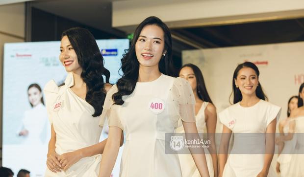 Loạt ảnh bóc hình thể thật của top 60 Hoa hậu Việt Nam 2020 trước đêm bán kết: Có thí sinh lộ body không như mơ! - Ảnh 8.