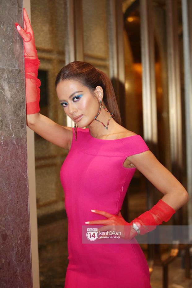 Họp báo Bán kết Hoa hậu Việt Nam 2020: Tiểu Vy đọ sắc với cả dàn hậu, Thuỵ Vân đeo nhẫn kim cương nổi bần bật - Ảnh 12.