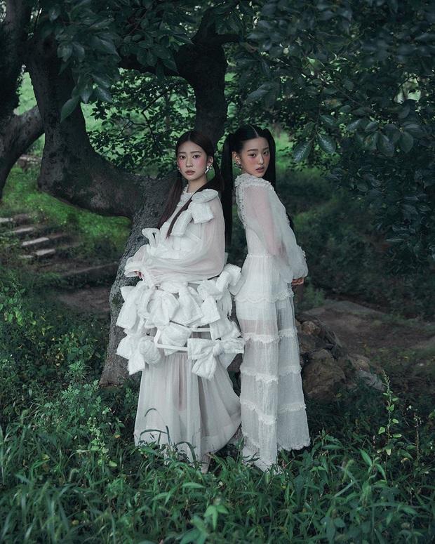 Knet khóc thét vì ảnh tạp chí của 2 nữ thần nhan sắc thế hệ mới: Mặt xinh dáng đẹp nhưng lạ thế này thì cũng xin kiếu! - Ảnh 2.