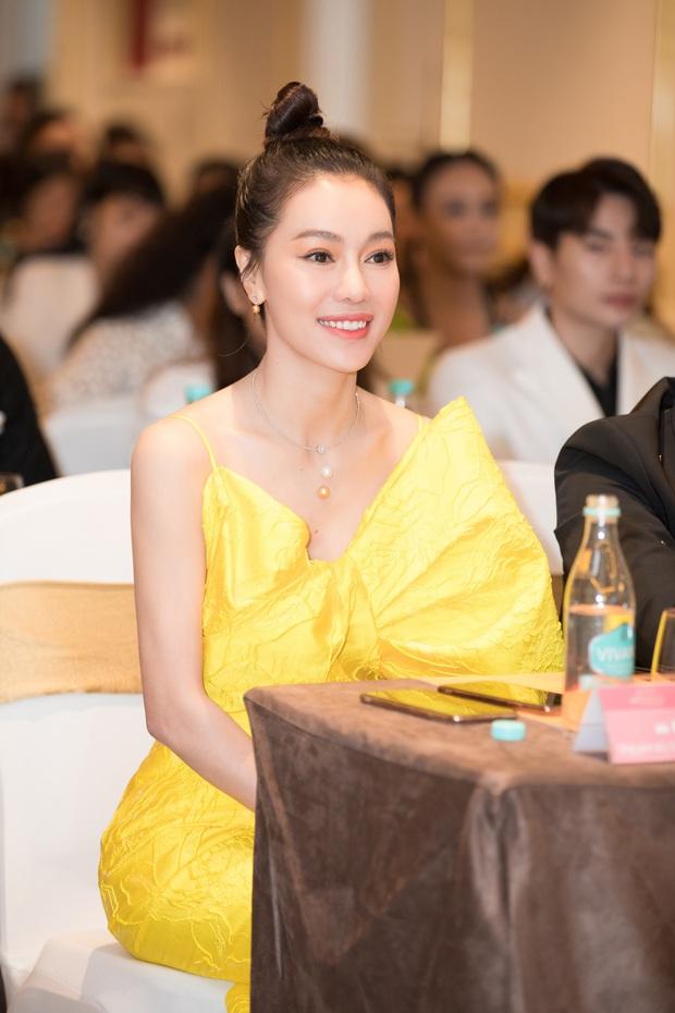 Họp báo Bán kết Hoa hậu Việt Nam 2020: Tiểu Vy đọ sắc với cả dàn hậu, Thuỵ Vân đeo nhẫn kim cương nổi bần bật - Ảnh 8.