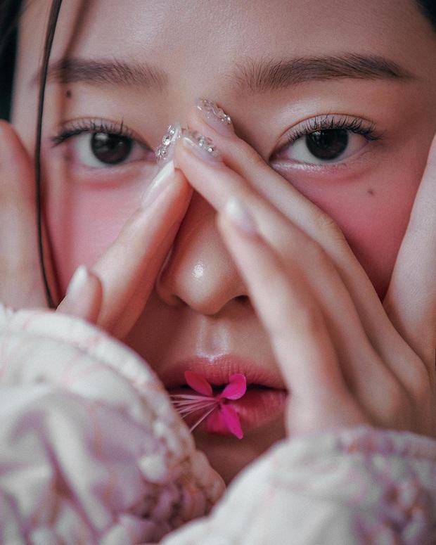 Knet khóc thét vì ảnh tạp chí của 2 nữ thần nhan sắc thế hệ mới: Mặt xinh dáng đẹp nhưng lạ thế này thì cũng xin kiếu! - Ảnh 10.