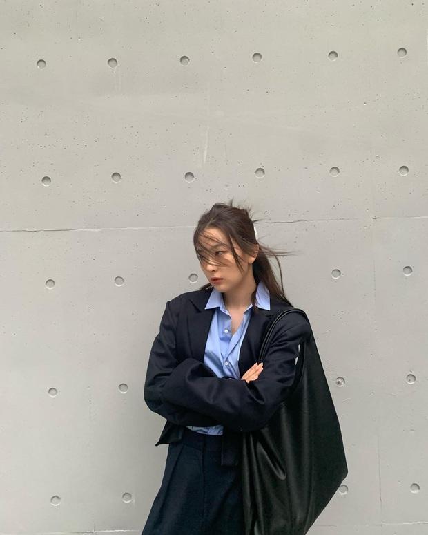10 set đồ ưng mắt của sao Hàn mà bạn có thể áp dụng theo ngay trong tiết trời se lạnh này - Ảnh 2.