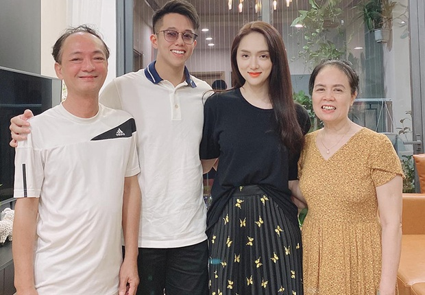"""Không phải bánh Trung thu, mẹ ruột Hương Giang tiết lộ món quà CEO Matt Liu tặng ra mắt và còn tỏ rõ thái độ với """"con rể tương lai""""! - Ảnh 4."""