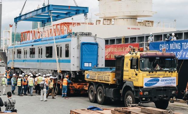 Xe siêu trường siêu trọng vận chuyển đoàn tàu Metro số 1 từ cảng về Depot Suối Tiên có gì đặc biệt? - Ảnh 12.