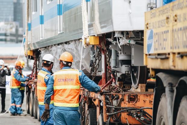 Xe siêu trường siêu trọng vận chuyển đoàn tàu Metro số 1 từ cảng về Depot Suối Tiên có gì đặc biệt? - Ảnh 11.