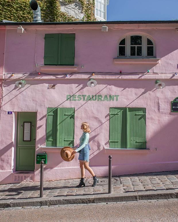 Một quán cafe màu hồng ở Paris gây sốt toàn thế giới nhờ Netflix, tuy nhiên gây tranh cãi vì nhân viên quá xấu tính? - Ảnh 8.