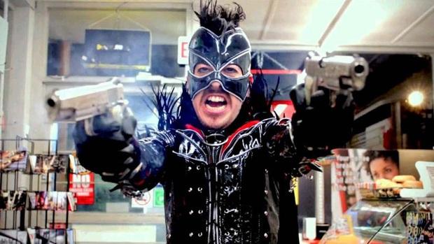 12 cảnh phim bị cắt xén bạo liệt trước giờ G: Gã Hề IT suýt gây phẫn nộ vì loạn luân, Marvel bị sờ gáy vì quá máu me - Ảnh 12.