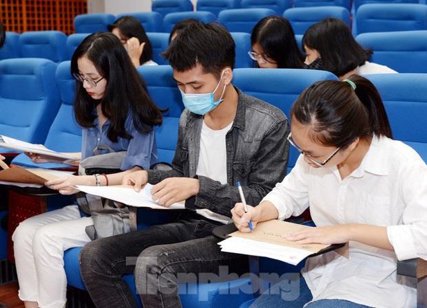 Thí sinh tấp nập về các trường Đại học xác nhận nhập học - Ảnh 2.