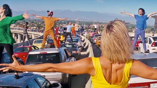 5 kết phim bị lộ ngay từ tiểu tiết ít ai để ý: La La Land bằng một câu hát, Parasite nhá 2-3 lần lận nha! - Ảnh 3.