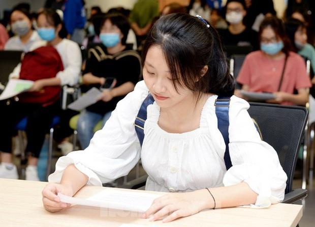 Thí sinh tấp nập về các trường Đại học xác nhận nhập học - Ảnh 3.