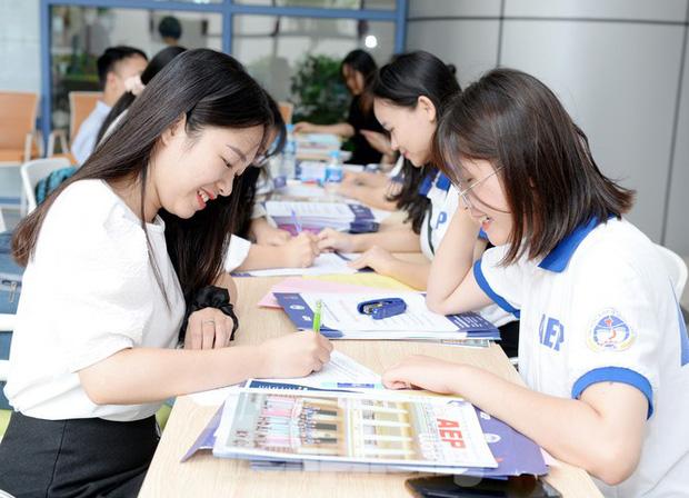 Thí sinh tấp nập về các trường Đại học xác nhận nhập học - Ảnh 4.