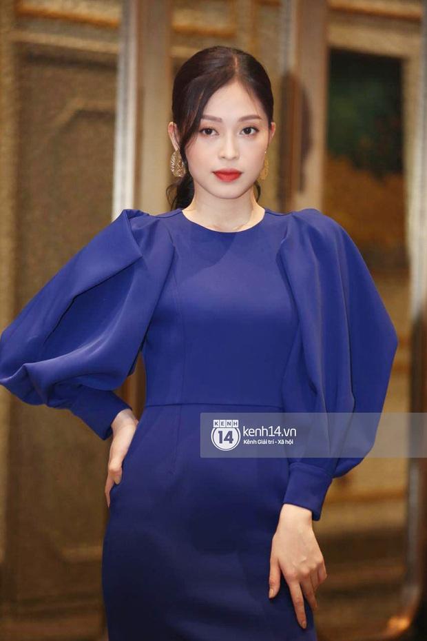 Họp báo Bán kết Hoa hậu Việt Nam 2020: Tiểu Vy đọ sắc với cả dàn hậu, Thuỵ Vân đeo nhẫn kim cương nổi bần bật - Ảnh 6.