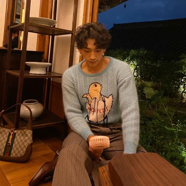 Top 1 Naver: Bi Rain lần đầu lộ ảnh chơi với 2 cô con gái, ai ngờ ông hoàng Kpop lại chịu trận để phải đeo khuyên thế này - Ảnh 3.