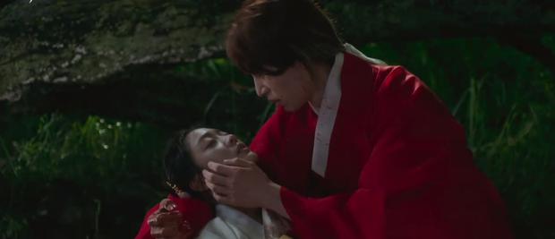 Lee Dong Wook liên tục quện môi Jo Bo Ah, còn có ngay cảnh giường chiếu ở Bạn Trai Tôi Là Hồ Ly tập 2 - Ảnh 4.