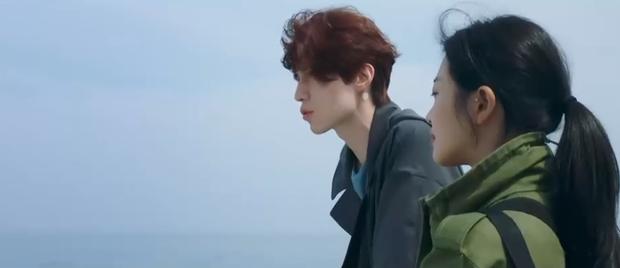 Lee Dong Wook liên tục quện môi Jo Bo Ah, còn có ngay cảnh giường chiếu ở Bạn Trai Tôi Là Hồ Ly tập 2 - Ảnh 7.
