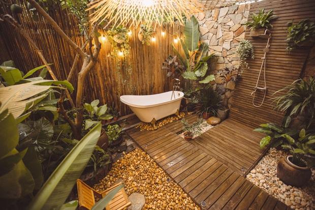 Cải tạo nhà ống cũ thành homestay, ngay Tây Hồ thôi mà cứ ngỡ là resort cao cấp ở Bali - Ảnh 5.