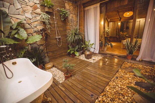 Cải tạo nhà ống cũ thành homestay, ngay Tây Hồ thôi mà cứ ngỡ là resort cao cấp ở Bali - Ảnh 4.
