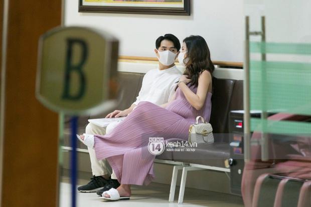 Độc quyền: Đông Nhi được chồng hộ tống đi khám thai trước ngày sinh, lộ luôn địa điểm sẽ đón con gái đầu lòng - Ảnh 5.
