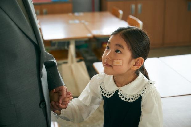 """Cục Nợ Hóa Cục Cưng: Phim gia đình """"hút nước mắt"""", Ha Ji Won khóc lụt cả màn hình, càng xem càng thấy nhớ Reply 1997? - Ảnh 8."""