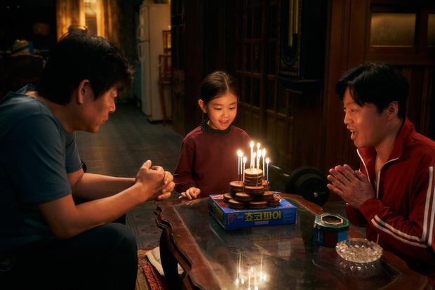 """Cục Nợ Hóa Cục Cưng: Phim gia đình """"hút nước mắt"""", Ha Ji Won khóc lụt cả màn hình, càng xem càng thấy nhớ Reply 1997? - Ảnh 3."""
