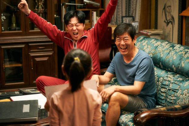 """Cục Nợ Hóa Cục Cưng: Phim gia đình """"hút nước mắt"""", Ha Ji Won khóc lụt cả màn hình, càng xem càng thấy nhớ Reply 1997? - Ảnh 5."""