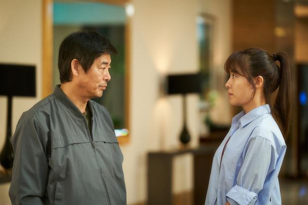 """Cục Nợ Hóa Cục Cưng: Phim gia đình """"hút nước mắt"""", Ha Ji Won khóc lụt cả màn hình, càng xem càng thấy nhớ Reply 1997? - Ảnh 4."""