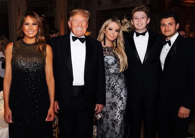 Những khoảnh khắc cười hiếm hoi gần đây nhất của Hoàng tử Nhà Trắng Barron Trump sau khi loạt hình ảnh buồn bã phủ sóng truyền thông - Ảnh 12.