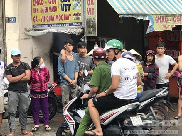 Clip: Khoảnh khắc ô tô lùa 2 xe máy trên đường khiến nam sinh và tài xế Grabbike tử vong thương tâm - Ảnh 3.