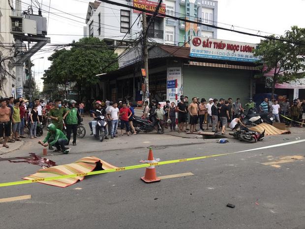 Clip: Khoảnh khắc ô tô lùa 2 xe máy trên đường khiến nam sinh và tài xế Grabbike tử vong thương tâm - Ảnh 2.