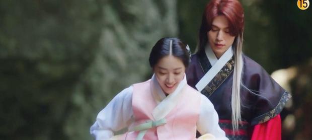 Netizen khóc thét vì Lee Dong Wook để tóc dài sến rện, quất cả cây màu hồng ở Bạn Trai Tôi Là Hồ Ly - Ảnh 3.