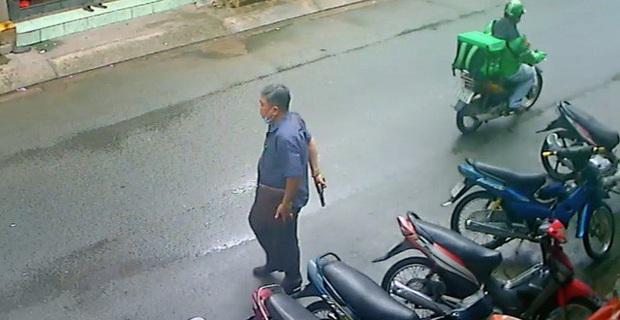 Lời khai của người đàn ông dùng súng nhựa doạ 2 người phụ nữ ở Sài Gòn - Ảnh 1.