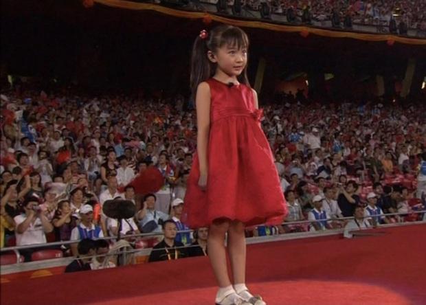 Bê bối tráo giọng hát chấn động tại Thế vận hội Olympic Bắc Kinh 12 năm trước và sự lột xác của 2 nhân vật chính khiến ai cũng ngỡ ngàng - Ảnh 2.