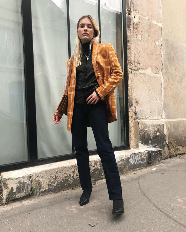 Đừng chỉ khen nữ chính, nữ phụ của Emily Ở Paris mới là quý cô chuẩn phong cách Pháp thanh lịch trong phim lẫn ngoài đời - Ảnh 21.