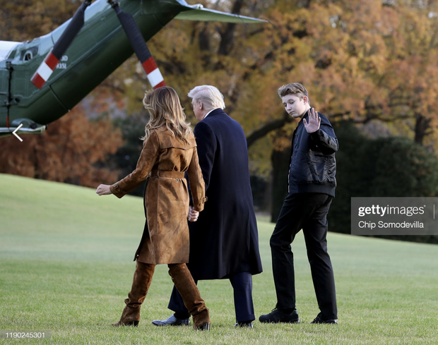 Những khoảnh khắc cười hiếm hoi gần đây nhất của Hoàng tử Nhà Trắng Barron Trump sau khi loạt hình ảnh buồn bã phủ sóng truyền thông - Ảnh 13.