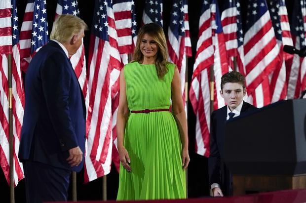 Những khoảnh khắc cười hiếm hoi gần đây nhất của Hoàng tử Nhà Trắng Barron Trump sau khi loạt hình ảnh buồn bã phủ sóng truyền thông - Ảnh 14.