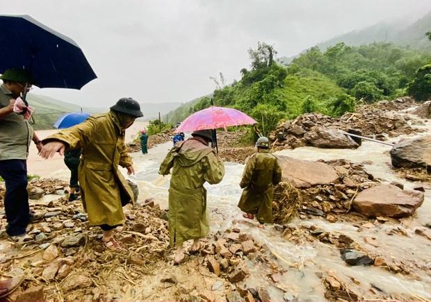 Lũ miền Trung vượt mốc lịch sử năm 1983, dự báo sẽ có thêm đợt mưa lớn kéo dài trên diện rộng - Ảnh 3.