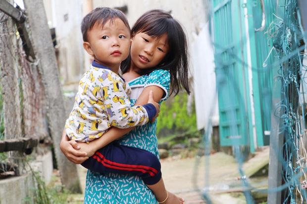 Chồng tâm thần, người mẹ ôm 4 đứa con nhem nhuốc trong căn nhà tốc mái sau bão số 9: Nhà mất rồi, mấy đứa nhỏ biết ngủ ở đâu - Ảnh 7.