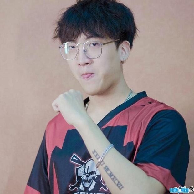 Trai đẹp team Binz trình bày nỗi khổ tâm của hội có khuôn mặt đại trà, fan soi ra chàng rapper còn giống cả BB Trần - Ảnh 5.