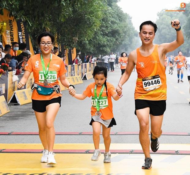 5000 người tham gia giải chạy bộ lớn nhất Việt Nam nhưng chiếm spotlight là sự quyết tâm của các runner nhí - Ảnh 10.