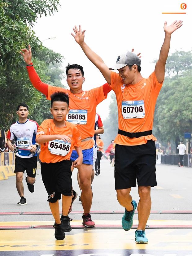 5000 người tham gia giải chạy bộ lớn nhất Việt Nam nhưng chiếm spotlight là sự quyết tâm của các runner nhí - Ảnh 2.