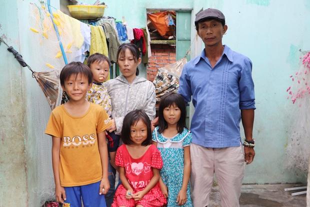 Chồng tâm thần, người mẹ ôm 4 đứa con nhem nhuốc trong căn nhà tốc mái sau bão số 9: Nhà mất rồi, mấy đứa nhỏ biết ngủ ở đâu - Ảnh 14.
