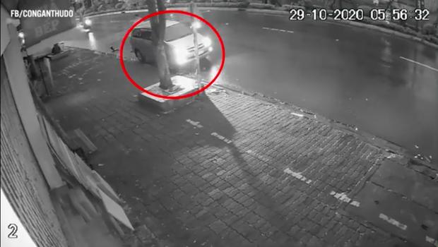 Vụ cụ bà hơn 70 tuổi bị xe Innova tông tử vong ở Hà Nội: Đã xác định được lái xe gây tai nạn rồi bỏ trốn - Ảnh 1.