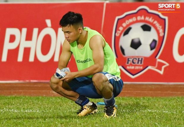 Chưa kịp mừng vì được thầy Park để ý, tuyển thủ U22 Việt Nam đã phải chịu nỗi buồn xuống hạng đau đớn - Ảnh 6.