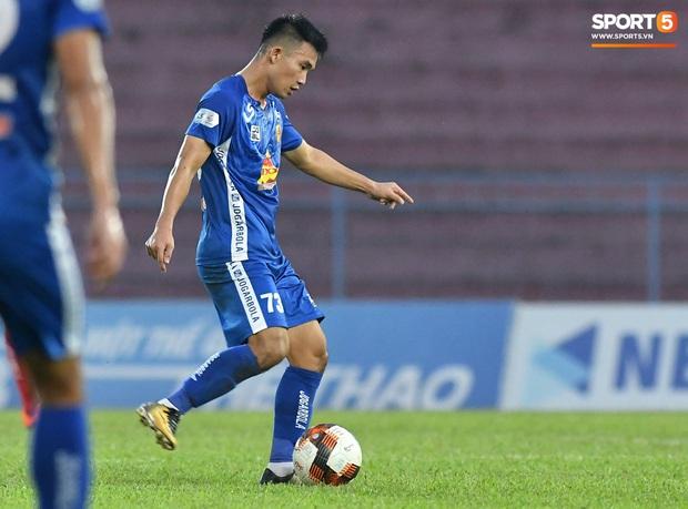Chưa kịp mừng vì được thầy Park để ý, tuyển thủ U22 Việt Nam đã phải chịu nỗi buồn xuống hạng đau đớn - Ảnh 4.